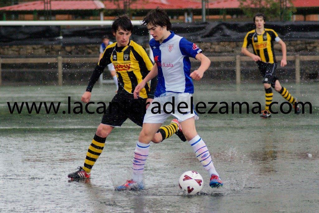 Iñigo Cordoba en un partido ante el Barakaldo en categoría  cadete | Foto: Unai Zabaleta