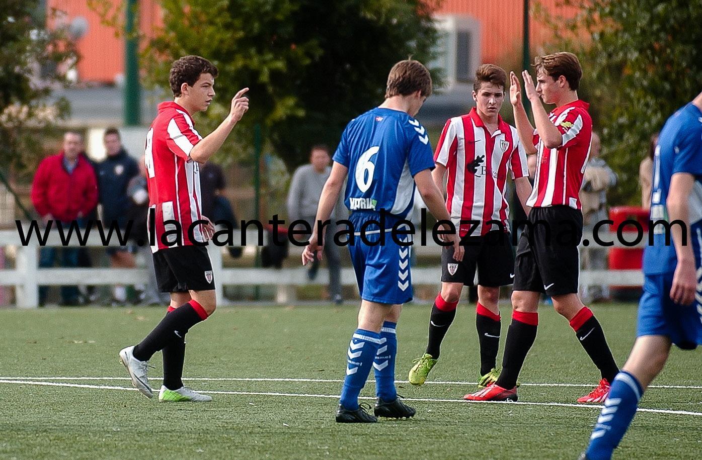 Iñigo Vicente celebra su primer gol | Foto: Unai Zabaleta
