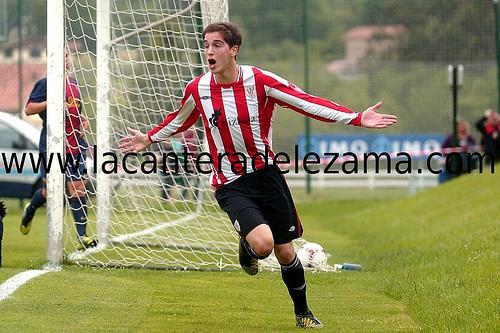Etxaburu celebra un gol ante el Barcelona en Copa del Rey | Foto: Unai Zabaleta