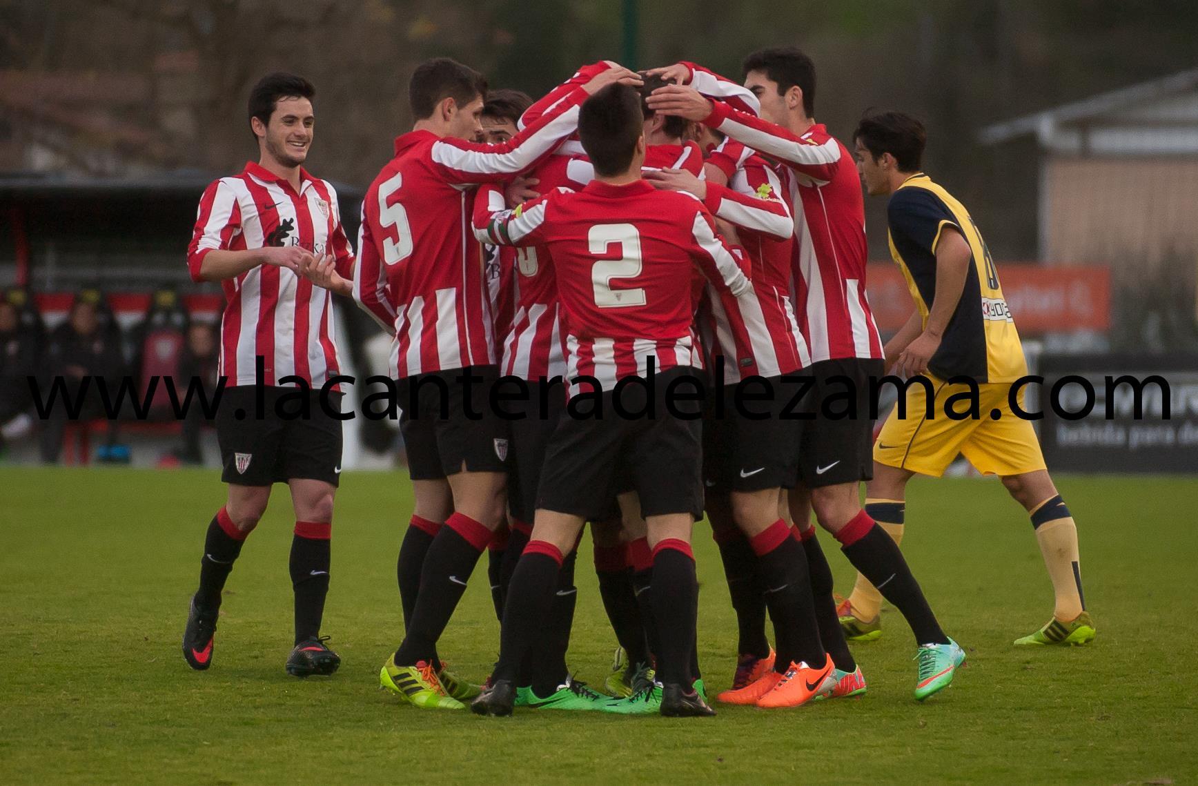 El equipo celebra el gol | Foto: Unai Zabaleta