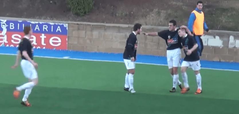 Santi celebra un gol ante el Izarra