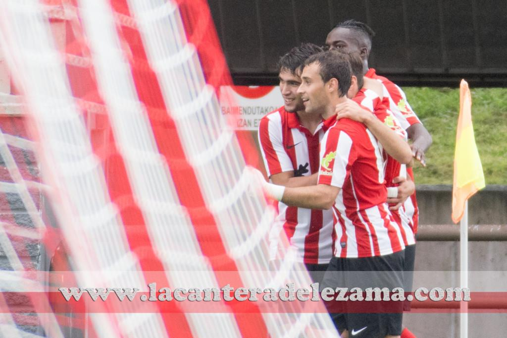 Gorka Santamaría celebra su gol con Jurgi y Williams | Foto: Unai Zabaleta