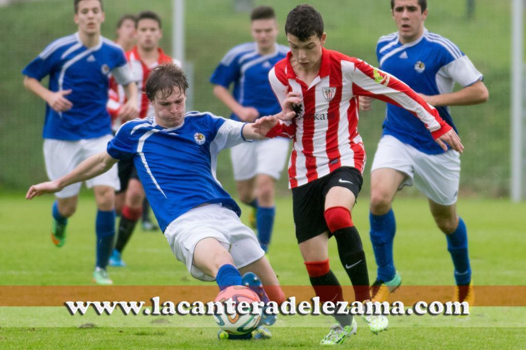 Iñigo Vicente durante el partido, autor de dos goles | Foto: Unai Zabaleta