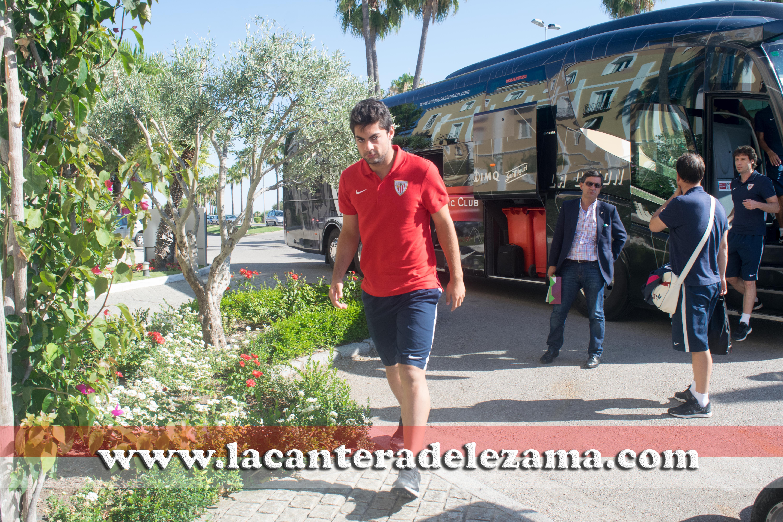 Asier Villalibre a la llegada a Jerez | Foto: Unai Zabaleta