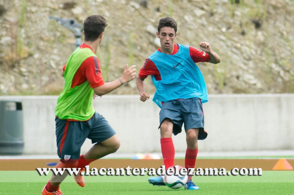 Peru Nolaskoain con el Athletic Juvenil de honor | Foto: Unai Zabaleta