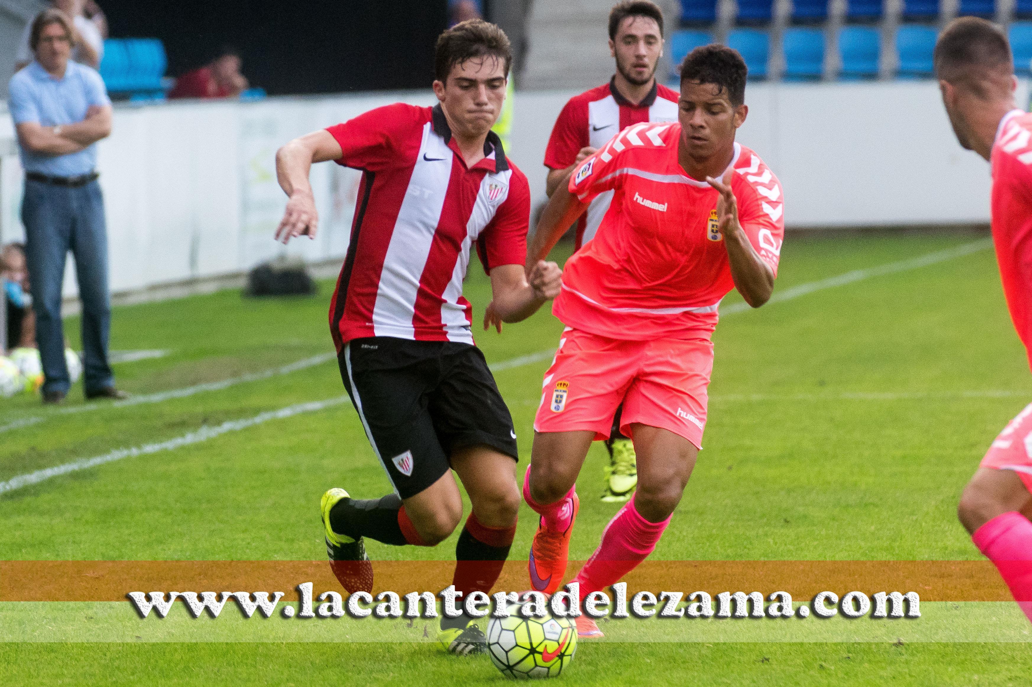 Iñigo Cordoba ante el Oviedo en pretemporada | Foto: Unai zabaleta