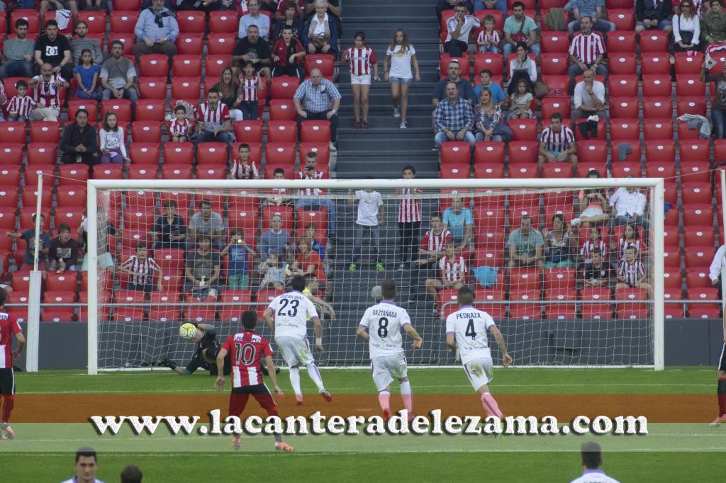 Jon Ander detiene el penalty | Foto: Unai Zabaleta