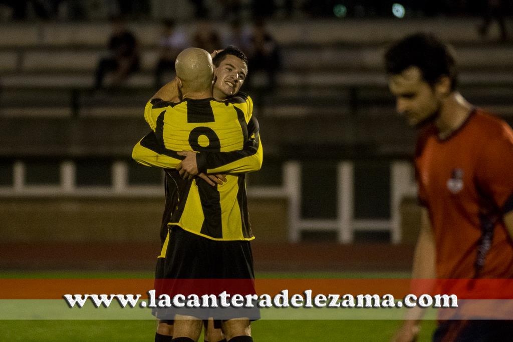Pradera y Guru celebran uno de los goles | Foto: Unai Zabaleta