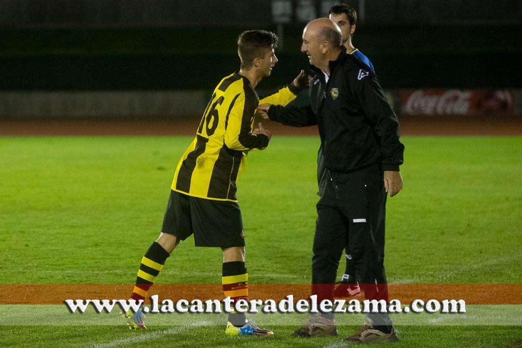 Oli dedica el gol al medico del equipo | Foto: Unai Zabaleta