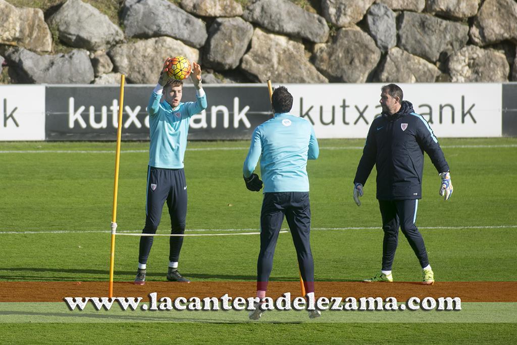Alex Remiro con el primer equipo esta mañana | Foto: Unai Zabaleta